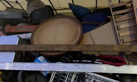 Încă 15 tone de deşeuri - haine second hand, oprite să intre în ţară prin Borş II (FOTO)