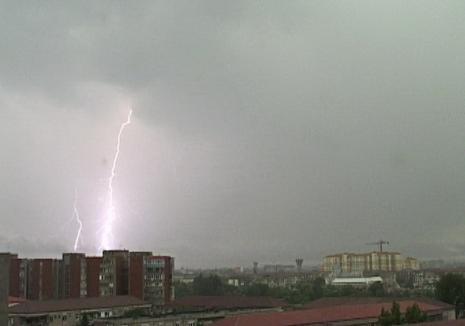 Cod galben de instabilitate atmosferică accentuată în Bihor