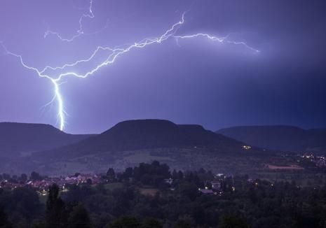 ISU Crişana: Reguli de comportare în caz de furtună