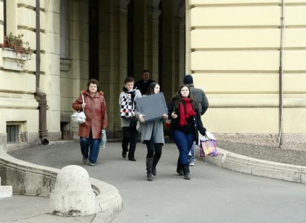 Măsuri de criză: Primarul Ilie Bolojan vrea să trimită acasă 40% din personalul municipalităţii orădene