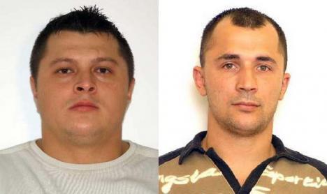 Spărgătorii care au furat armele notarului Pană, ridicaţi de mascaţi şi arestaţi