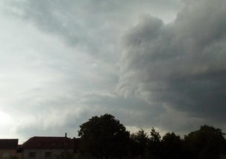 Atenţie pe unde mergeţi în a doua zi de Rusalii! Meteorologii anunţă din nou furtuni în Bihor