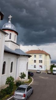 COD PORTOCALIU de furtuni şi grindină, în câteva localităţi din Bihor şi în zona munte a judeţului (VIDEO)