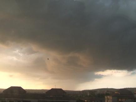 Avertizare meteo imediată: COD PORTOCALIU de furtuni în Bihor