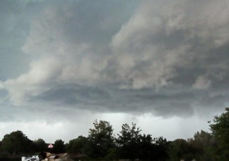Alertă meteo imediată: Furtuni în Bihor, în zona Beiuşului