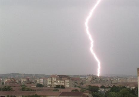 COD ROŞU de furtuni în Bihor, inclusiv în Oradea. Vezi localităţile afectate!