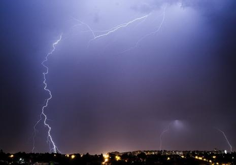 Alertă meteo rapidă: Cod galben de furtuni în Bihor în această seară, vezi localităţile afectate!