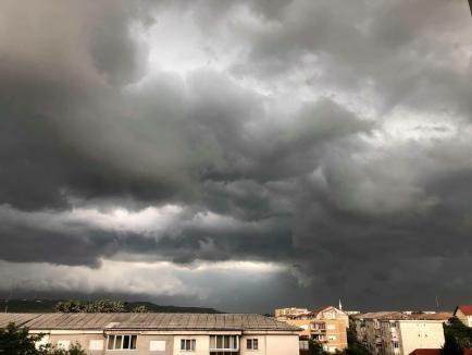 Avertizare meteo imediată: Cod galben de furtuni în peste 40 de localități din Bihor