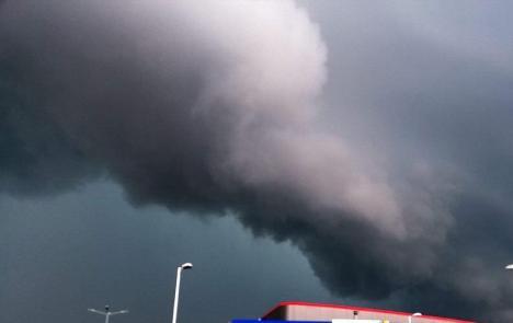 Avertizare de COD PORTOCALIU de furtuni, vijelii şi grindină în zeci de localităţi din Bihor