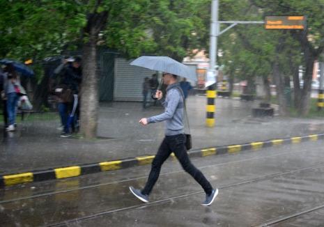 Avertizare meteo: Ploi torenţiale, grindină şi vânt până luni seară