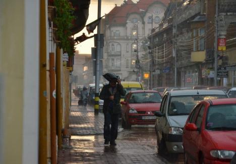 Furtuni de Paşte în Bihor! Meteorologii au emis COD GALBEN de averse torenţiale, descărcări electrice, vânt şi căderi de grindină
