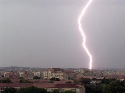 Alertă meteo imediată: Cod galben de grindină, descărcări electrice şi vijelii în mai multe localităţi din Bihor