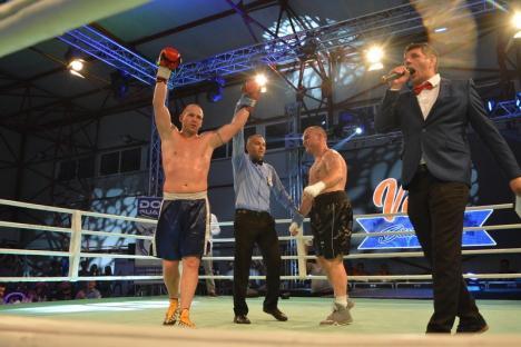 Meci dur la Sânmartin: Jur a câştigat prin KO lupta pentru cea de-a patra centură WBC (FOTO / VIDEO)