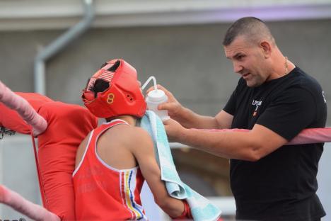 120 de pugilişti din patru ţări, la Oradea. A debutat prima ediție a Trofeului Crişana Decathlon la box (FOTO)