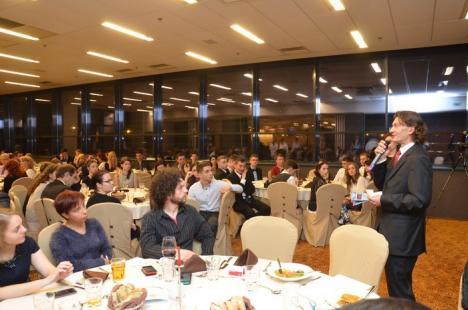 Fundaţia Comunitară a premiat firmele care se implică în proiectele societăţii, cerându-le, în aceeaşi seară, să sprijine altele (FOTO)