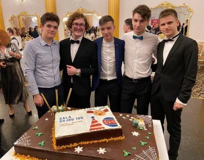 """Răsplată pentru sârguinţă: Primul elev care primeşte """"Bursa Gojdu 100"""" este un olimpic din Sânmartin. Gojdiştii caută în continuare filantropi"""