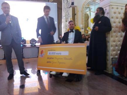 Gală pentru Neşu: Gică Popescu şi-a licitat ghetele din finala Cupei UEFA şi i-a donat Bichonului 30.000 euro (VIDEO)