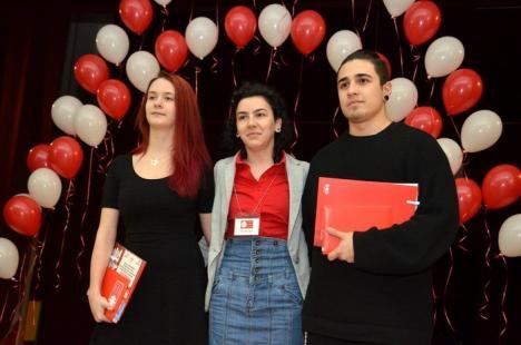 Gala bunăvoinţei: Caritas Eparhial şi-a premiat cei mai activi voluntari din 2015 (FOTO)