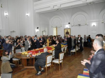 La mulţi ani, Oradea! Ziua oraşului a fost sărbătorită cu acordarea unui titlu de cetăţean de onoare şi cu ceremonii militare (FOTO)