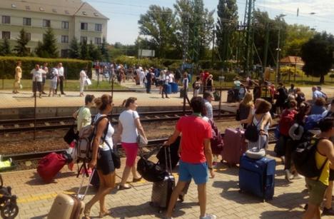 Alertă de securitate: Poliţia ungară verifică toate trenurile internaţionale, după primirea unei ameninţări cu bombă