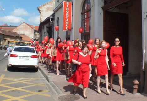 Gaudeamus igitur! Absolvenţii de la Pedagogic au defilat prin oraş (VIDEO)