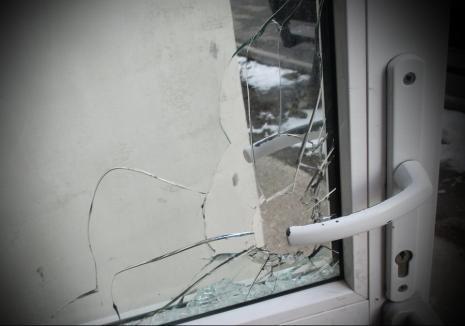 Spargere la un magazin din Bihor: Hoţul, care a dat o 'gaură' de 9.500 lei, a fost reţinut de poliţişti