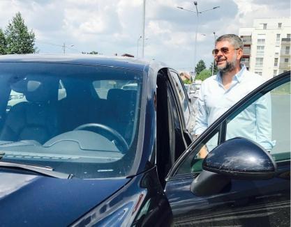 """Poliţist cu fumuri: Fost șef al """"Doi și-un sfert"""", arestat pentru că organiza reuniuni de consum de droguri"""