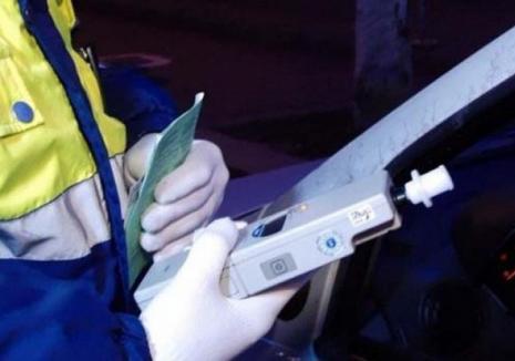 Beat şi fără permis, un şofer a izbit cu maşina un pieton din Oradea, a lovit un stâlp şi s-a făcut nevăzut. Două persoane au ajuns la spital