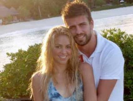 """Shakira se iubeşte cu un fotbalist de la FC Barcelona şi e """"interzisă"""" pe stadionul Real Madrid"""