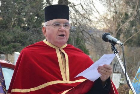 Tămâierea părintelui: Preotul Gheorghe Nemeș și-a lansat cartea cu cântec…