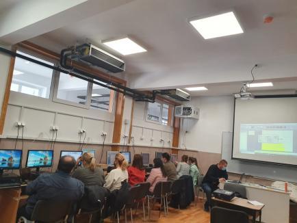 Profesori în bancă! La o şcoală din Oradea, toţi profesorii fac cursuri de perfecţionare în informatică (FOTO)