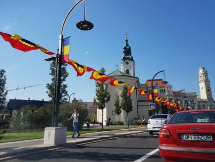 'Respectăm Centenarul': Centrul Oradiei a fost încărcat cu ghirlande tricolore de dimensiuni mari (FOTO/VIDEO)