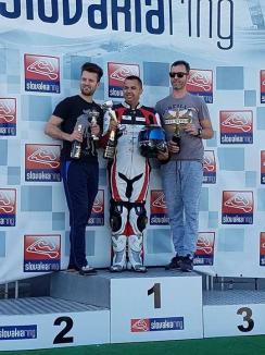 Piloţii echipei Carcover Racing Team Oradea, pe podium la etapa a III-a a Campionatului de Motociclism viteză RoSbk din Slovacia