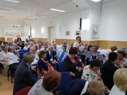 Revedere la jumătate de veac: Gojdiştii care au absolvit în urmă cu 50 de ani s-au întâlnit şi au depănat amintiri (FOTO)
