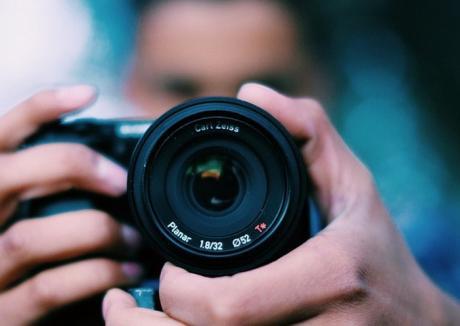 Războiul pozarăşilor: Mai mulţi fotografi din zona Beiuşului au fost daţi pe mâna Poliţiei