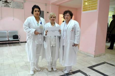 """""""Săriţi"""" la majorarea salarială, biologii şi chimiştii din Spitalul Municipal Oradea au făcut un protest spontan (FOTO)"""