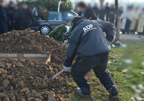 ADP Oradea angajează gropari. Salariu net: 3.000 de lei lunar