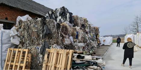 Gunoaie aduse ilegal din Italia, în Bihor. Comisarii de mediu au făcut plângere penală (FOTO)
