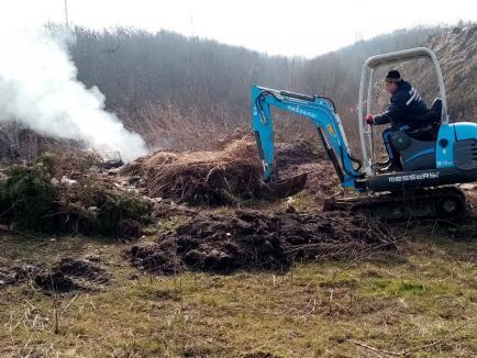 Cum face curat o primărie din Bihor: dă foc gunoaielor aruncate ilegal sau le aruncă într-o vale! Amendă usturătoare dată de comisarii de mediu (FOTO)