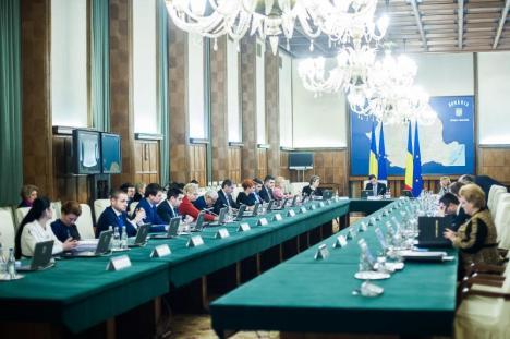 La loc comanda: 20 miniştri şi-au retras demisiile, dar Guvernul susţine că cererile sunt fără obiect