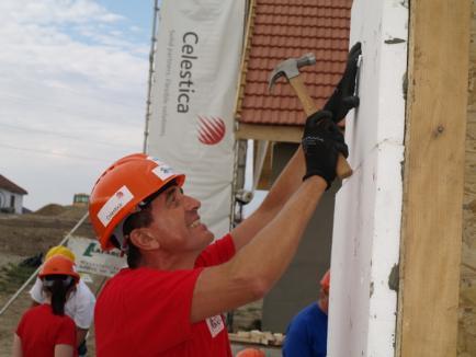 Habitat pentru Umanitate construieşte case pentru tinerii care au crescut în Căminul Felix