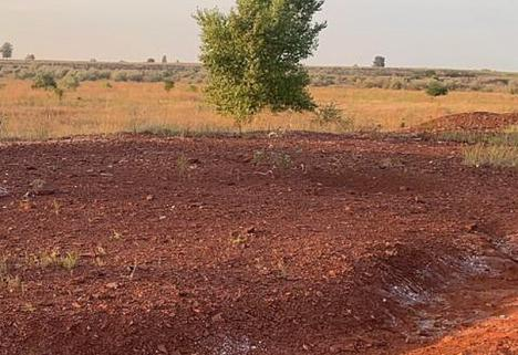 Praf roşian: Cine e personajul care vrea să 'paseze' statului ecologizarea haldelor de şlam ale fostei Alumina