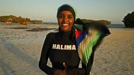 Prima femeie care apare în burkini, costum de baie care acoperă tot corpul, în revista Sports Illustrated (FOTO / VIDEO)