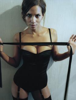 Halle Berry e cea mai sexy mămică din lume