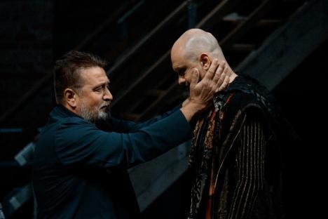 Orădenii, invitaţi la 'Hamlet', la aniversarea a 120 de ani de la înfiinţarea teatrului în urbe