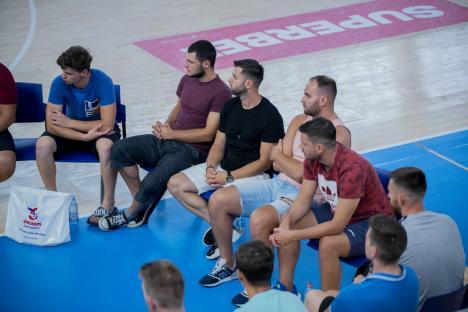 Handbaliștii de la CSM Oradea s-au reunit la Arena Antonio Alexe, pentru demararea pregătirilor noului sezon (FOTO)