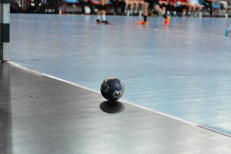 Se reiau campionatele naționale de juniori la handbal. ACS Tonic 2012 Oradea va juca la Baia Mare