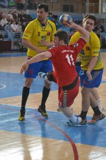 Handbaliştii CSM Oradea au cedat în faţa liderului, dar au impresionat prin joc (FOTO)