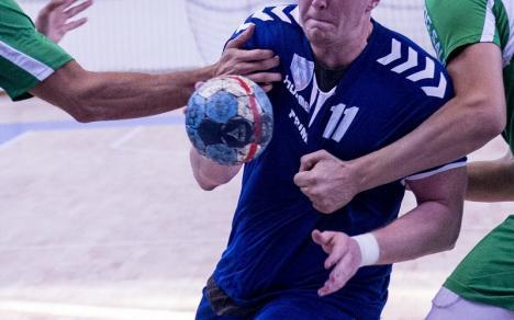 Handbaliştii de la CSM Oradea au câştigat clar derby-ul cu Universitatea Craiova şi iernează pe primul loc