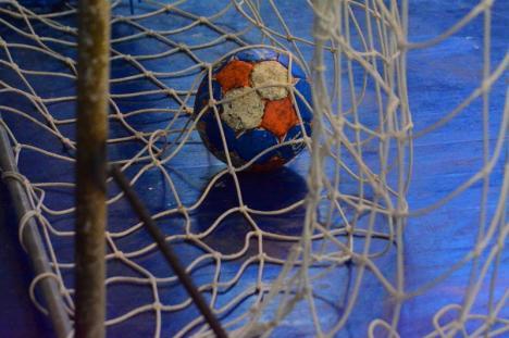 Handbalistele de la CSU Oradea au pierdut la trei goluri jocul de la Timişoara